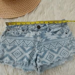 O'Neill Shorts - O'NEILL DISTRESSED JEAN SHORTS